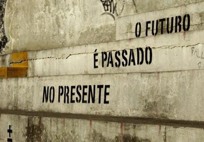 Por quê Insistimos em Viver no Passado ou no Futuro?